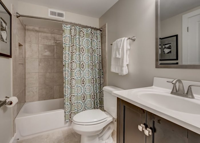 506 Locksley Road, master bath