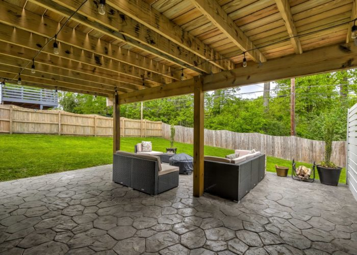 506 Locksley Road, patio with back yard