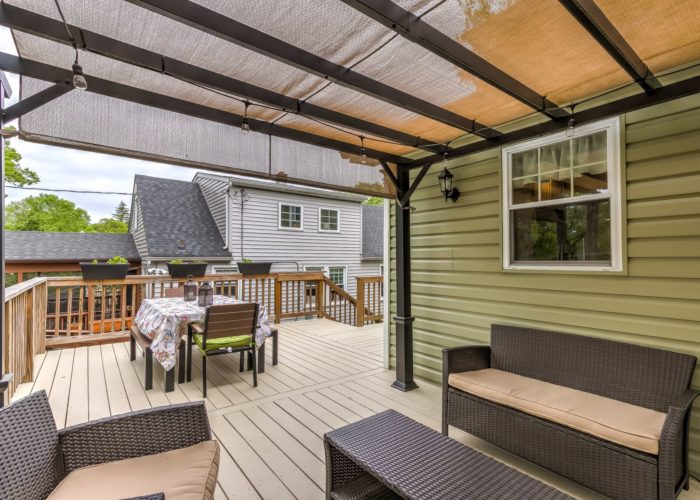 506 Locksley Road, deck with picnic table