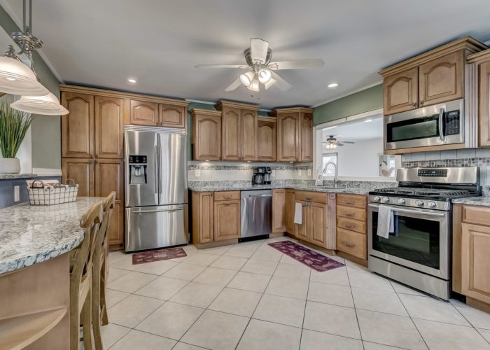 8134 Bullneck Road, kitchen with maple cabinets