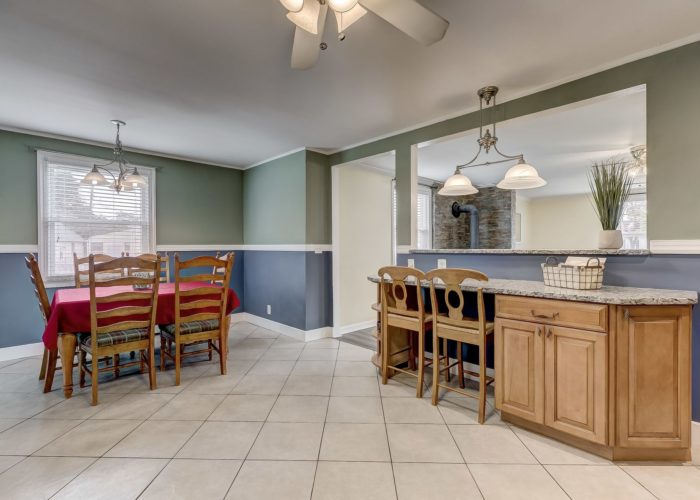 8134 Bullneck Road, extra seating at counter with passthrough