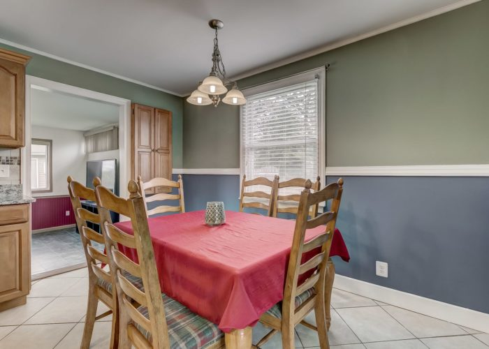 8134 Bullneck Road, dining area