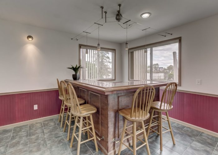 8134 Bullneck Road, food counter with seats