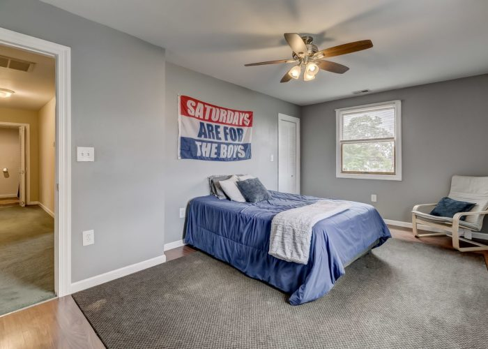 8134 Bullneck Road, bedroom with ceiling fan