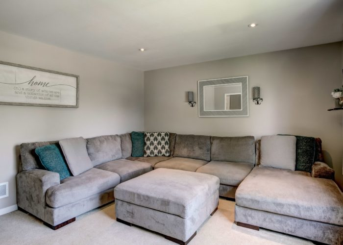 3 Hoff Court, living room with carpet