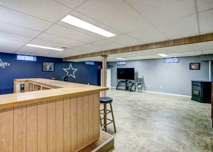 3 Hoff Court, basement bar with view of the room
