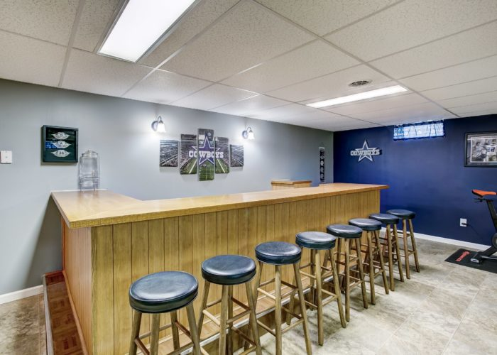 3 Hoff Court, basement bar with barstools