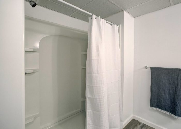 3 Hoff Court, basement bathroom with shower