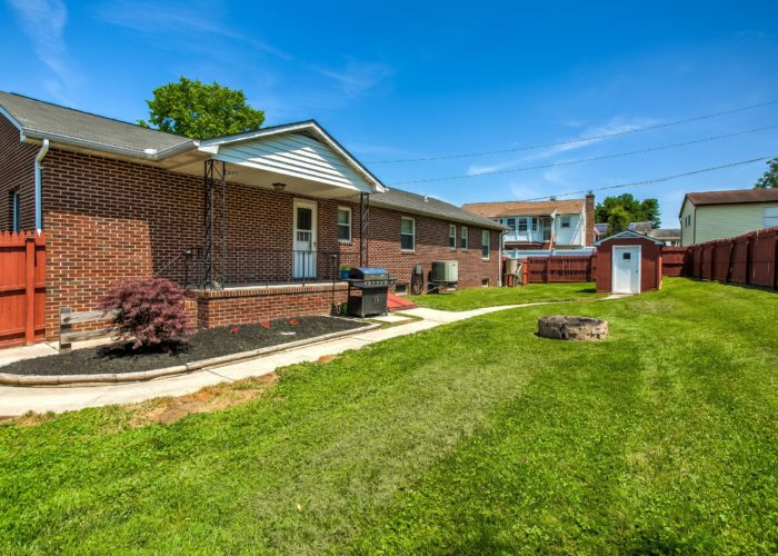 3 Hoff Court, manicured lawn with shrubbery