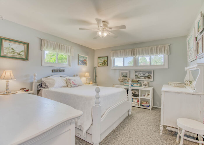 4247 Darleigh Road, 1st bedroom