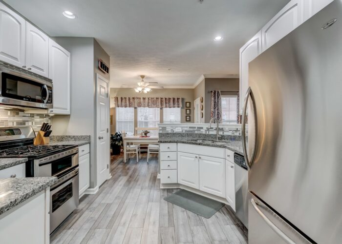 9505 Kingscroft Terrace #M, kitchen appliances, countertops and cabinets