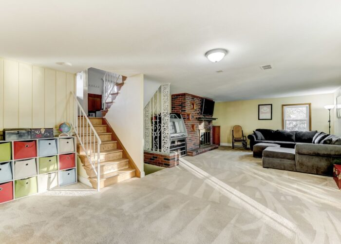 9502 Buckhorn Road, rec room with stairs