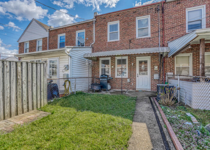 1904 Searles Rd., fenced yard with patio