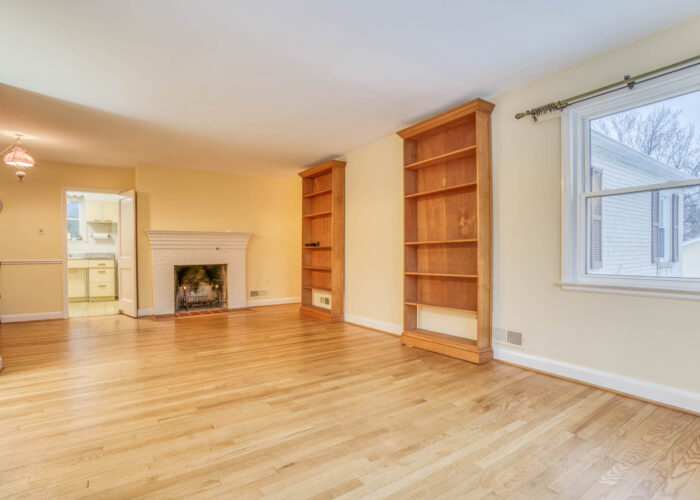 20 E Seminary, built in bookcases and wood floors