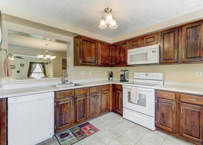 19 Redare Court, kitchen with cabinets and appliances