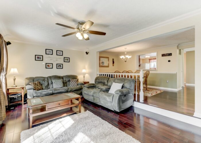 19 Redare Court, living room with ceiling fan and railing