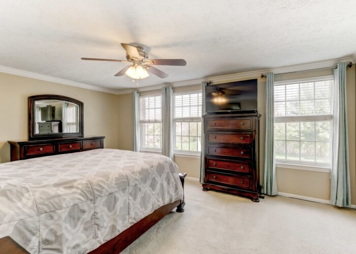 19 Redare Court, large bedroom with ceiling fan