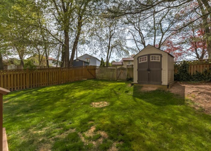 19 Redare Court, yard with shed