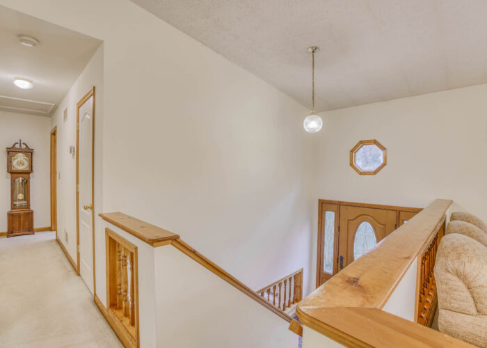 198 Donizetti Ct., entry with upstairs hallway