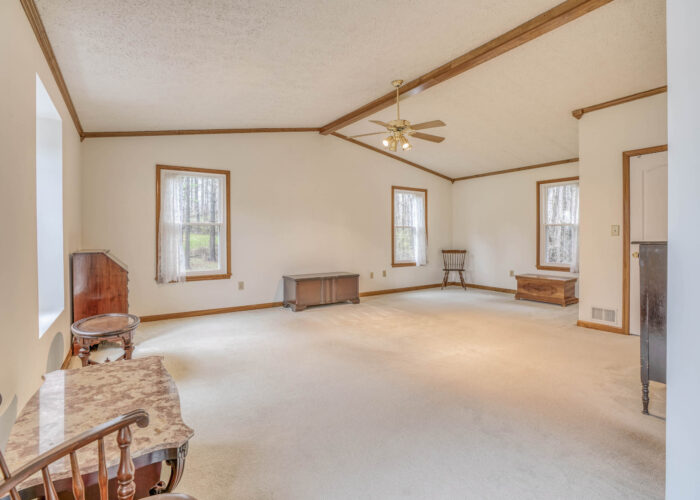 198 Donizetti Ct., master bedroom with vaulted ceiling