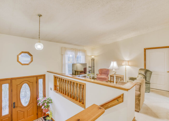 198 Donizetti Ct., hallway view of entryway and living room
