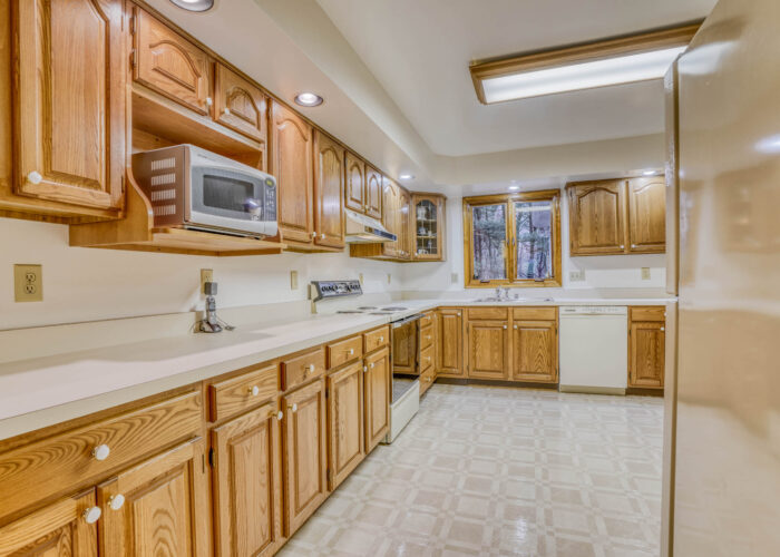 198 Donizetti Ct., lots of counter space