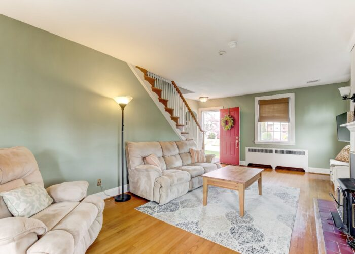 2821 Bauernwood Ave, living room and entry