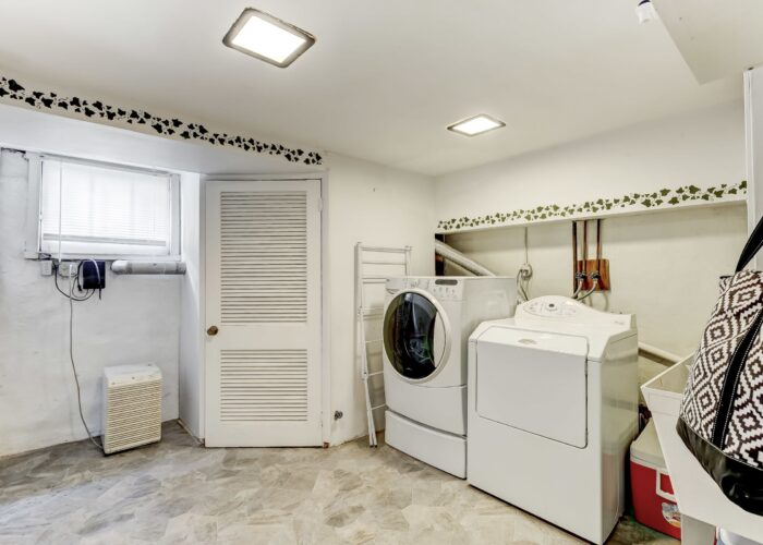 2821 Bauernwood Ave, washer and dryer