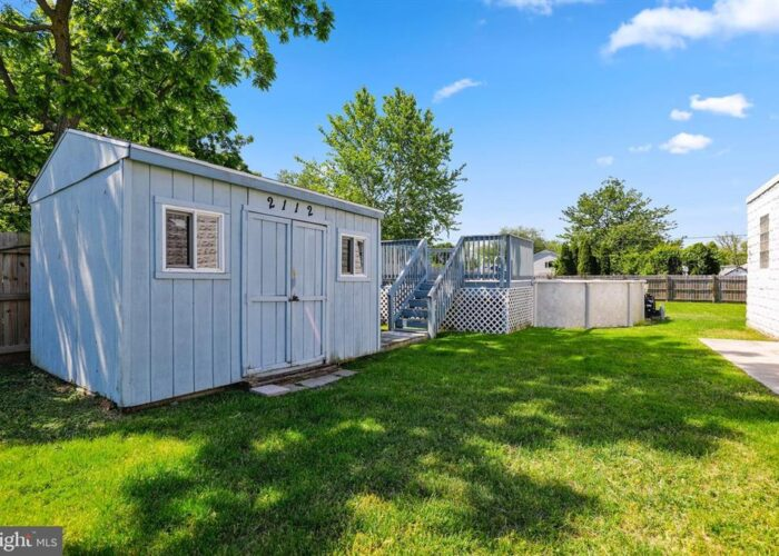 7312 Bay Front Road, shed and yard