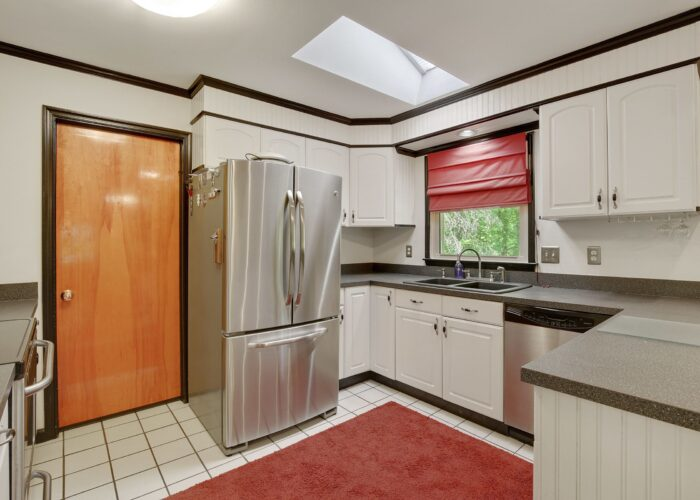 808 Gary Drive, kitchen with stainless appliances