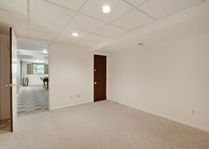808 Gary Drive, room in lower level