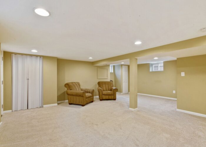 6716 Old Harford Road, lower level has large space