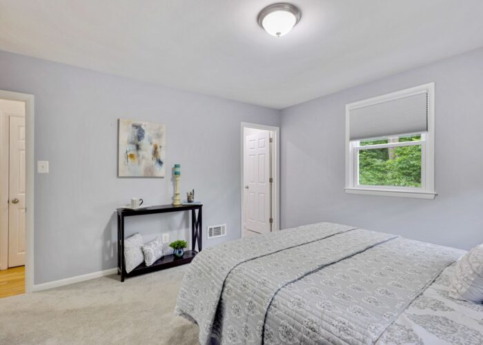701 E Quaker Bottom Road, bedroom with view of woods