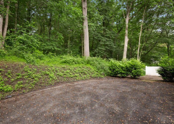 701 E Quaker Bottom Road, end of driveway and wooded area