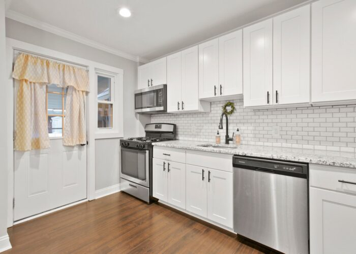 8054 Wallace Road, kitchen cabinets