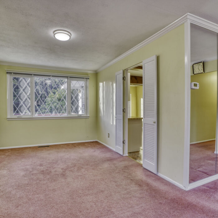 2502 Lampost Lane, dining room with door to kitchen
