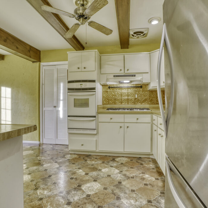 2502 Lampost Lane, reverse angle of the kitchen