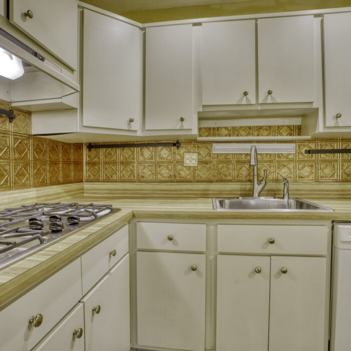 2502 Lampost Lane, cabinets and appliances