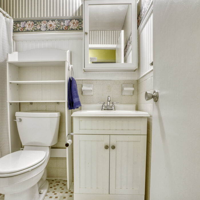 2502 Lampost Lane, bathroom with floral design