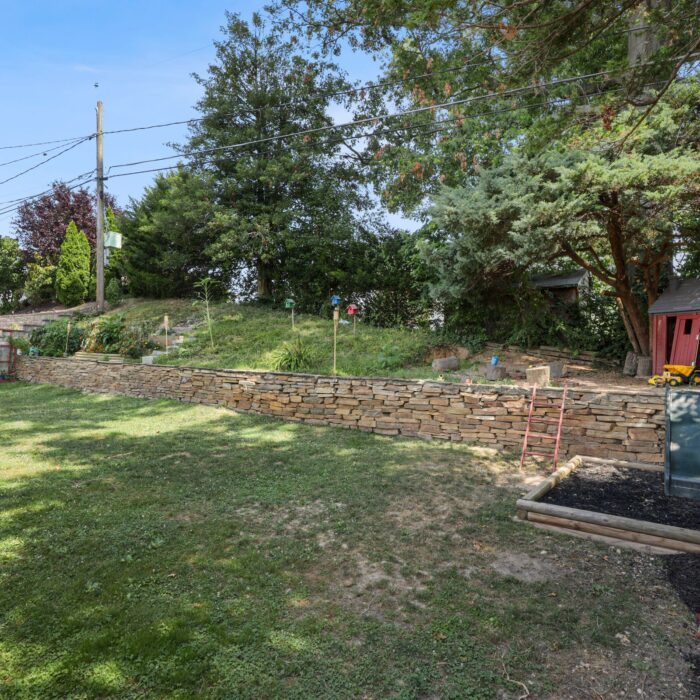 9646 Dundawan Road, garden area with wall