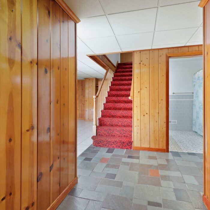 4200 Necker Avenue, entryway and stairs