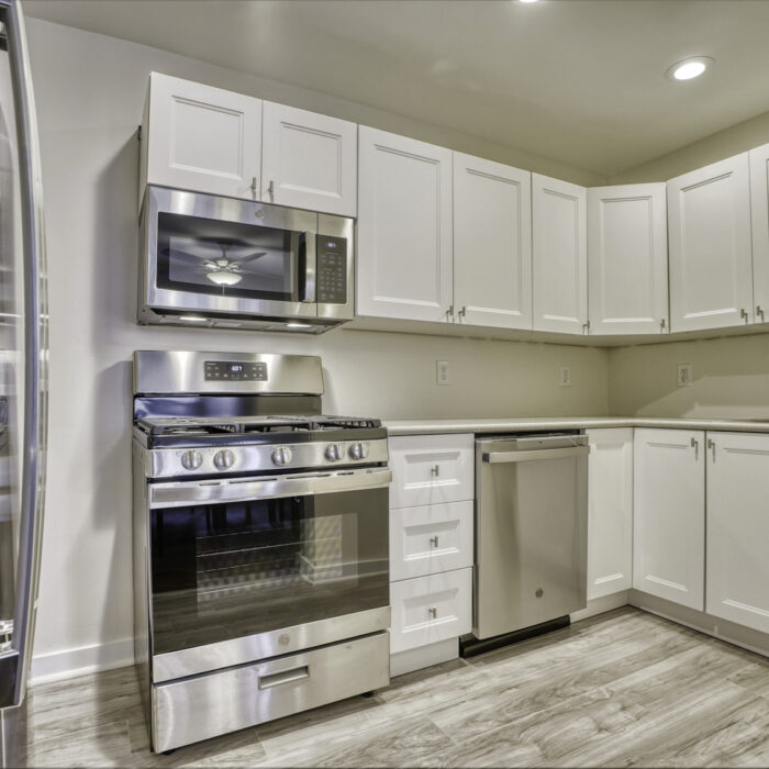627 Dunwich Way, kitchen with stainless appliances